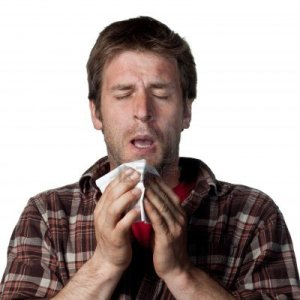 6875399-hombre-joven-a-punto-de-estornudar