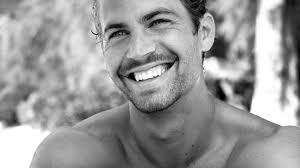 Fallece el actor Paul Walker a los 40 años en un accidente de coche.