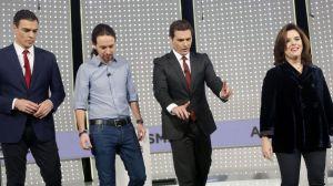 Los 4 Fantásticos: La Cosa, La Antorcha Humana, Mr. Fantástico, La mujer invisible (Da igual de derecha a izquierda que de izquierda a derecha: coinciden)